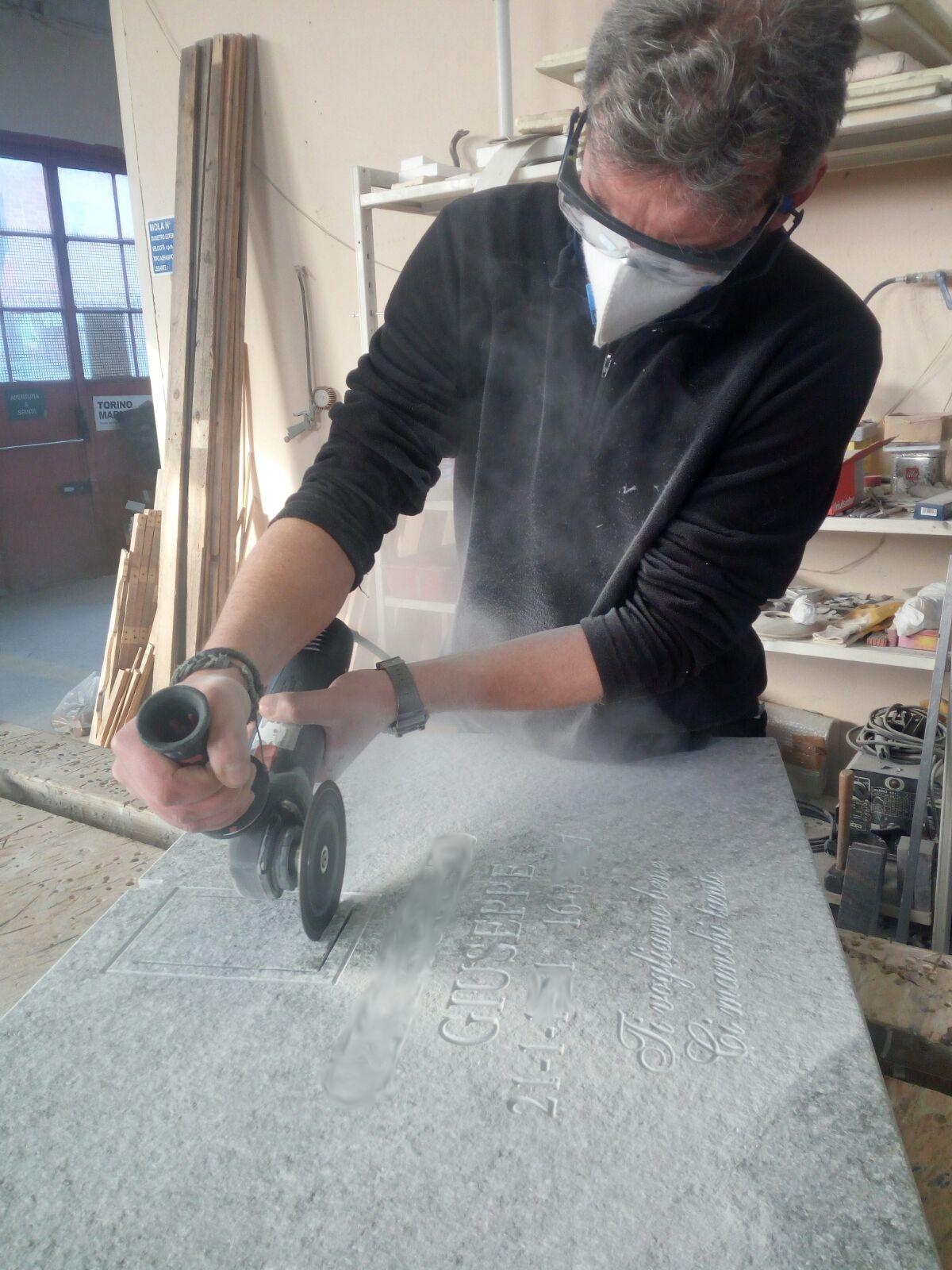 Laboratorio Torino Marmi, lavorazioni per cimiteri, arte funeraria ed arredamento